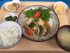 白身魚の竜田揚げ黒甘酢ソース